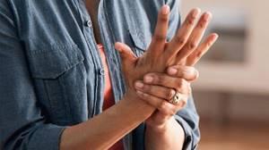 Дергает палец на руке что делать