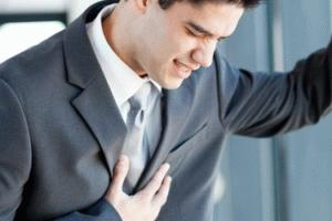 Боль в области сердца отдает в спину